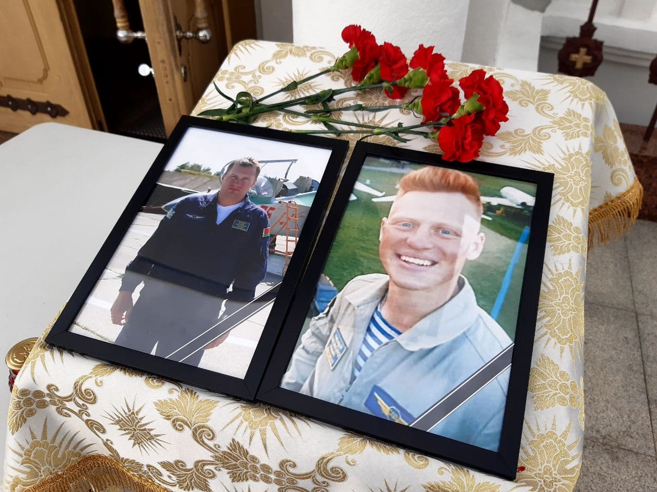 Летчики Андрей Ничипорчик и Никита Куконенко погибли 19 мая в Барановичах и спасли жизни жителей города. Фото: Юрий ГОНЦАРЕВИЧ