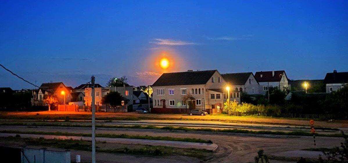 Суперлуние над Барановичами. Фотофакт