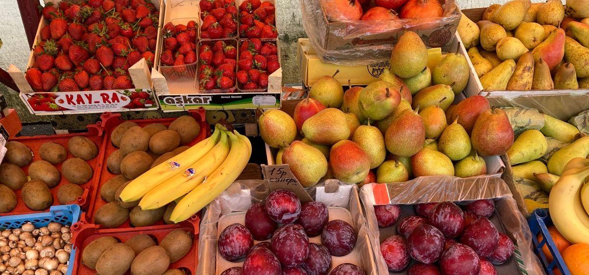 Что почем. На барановичском рынке подешевели баклажаны и огурцы, появились дыни, персики и нектарины