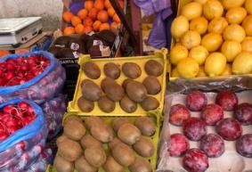 Что почем. На барановичском рынке появились сливы, подешевели клубника и огурцы