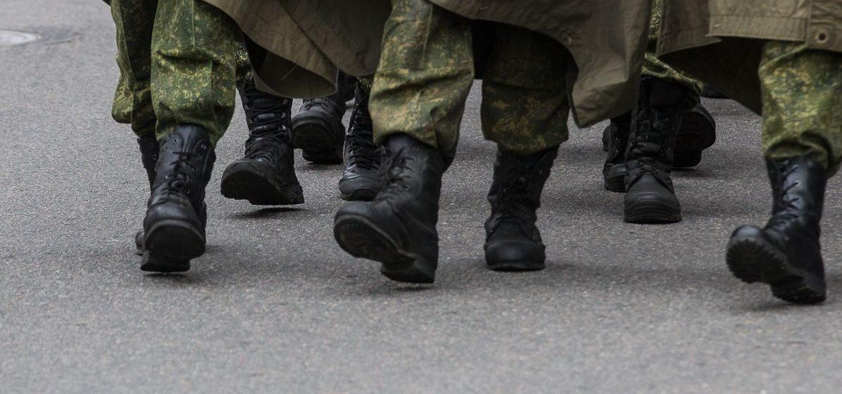 «Жена разбудила и говорит: «Слушай, ты уже не подполковник». Поговорили с лишенными званий экс-силовиками