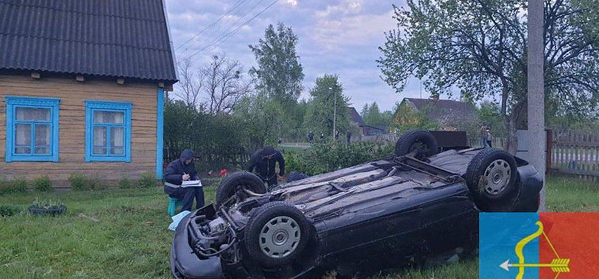 Легковушка вылетела с дороги и перевернулась в Пинском районе — погибла девушка-пассажир
