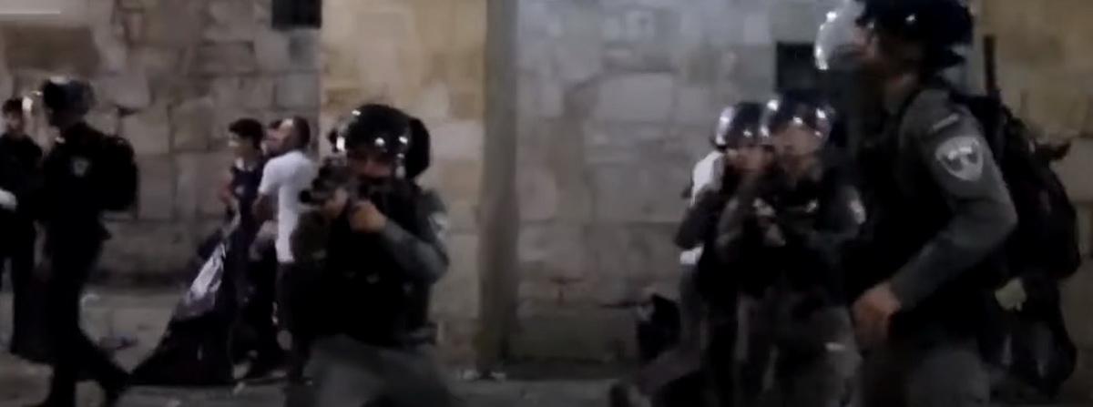 Столкновения в Иерусалиме между полицией Израиля и палестинцами переросли в военный конфликт с ракетными обстрелами с обеих сторон
