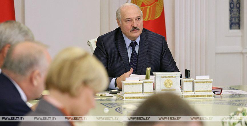 «Забыли про «одно окно». Лукашенко потребовал дебюрократизации всех систем в стране