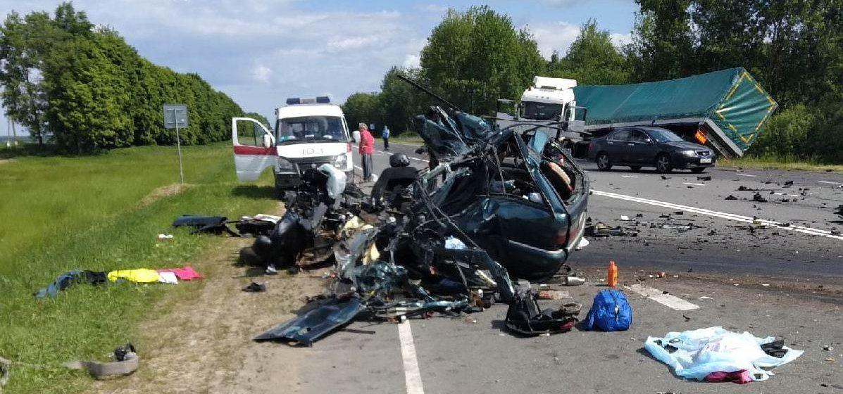 Жуткое ДТП: четыре человека, в том числе маленький ребенок, погибли в Могилевском районе