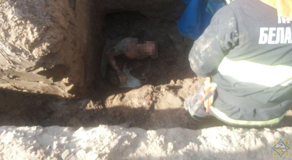 Стали известны подробности того, при каких обстоятельствах мужчину засыпало землей под Барановичами