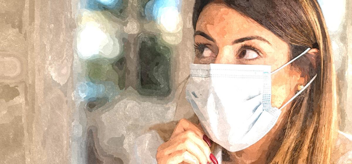 Медики рассказали, как в жару защитить кожу при ношении масок