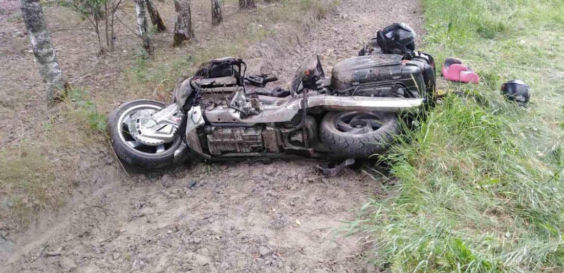 Мотоцикл и легковушка столкнулись в Лунинецком районе. Есть погибший