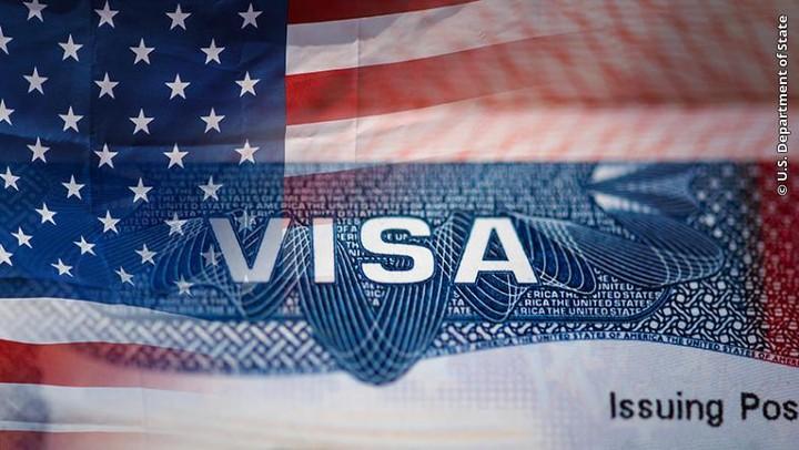 Посольство США в Минске возобновляет прием документов и проведение собеседований на получение некоторых типов виз