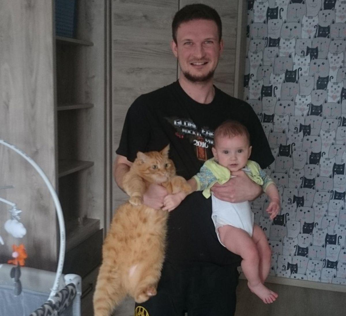 Павел Асомчик с дочерью Франтишкой и домашним питомцем. Фото: семейный архив