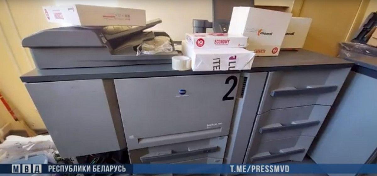Задержали директора частной типографии в Минске. Его подозревают в печати листовок и незарегистрированных газет