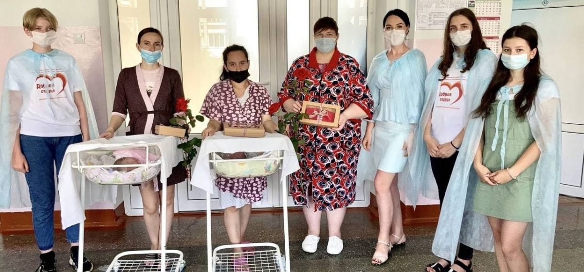 Вышиванки дарили новорожденным в Барановичах. Фотофакт