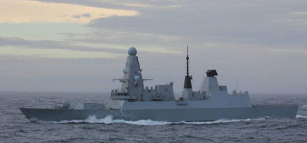 Российский сторожевой корабль в Черном море открыл предупредительную стрельбу по британскому эсминцу