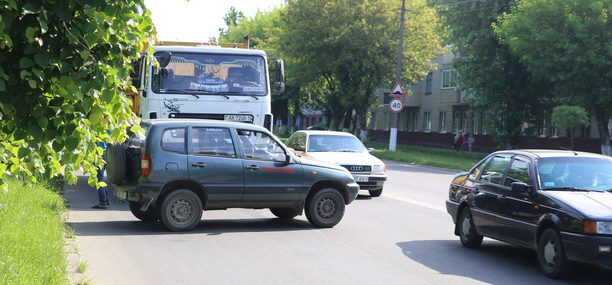МАЗ и «Нива» столкнулись в Барановичах