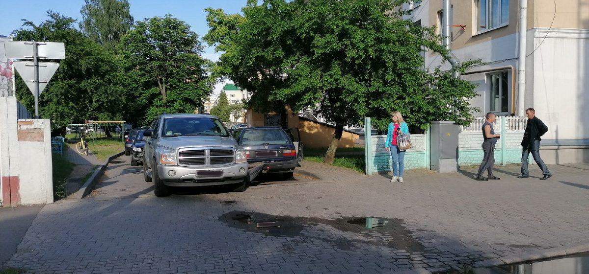 Dodge и Volkswagen столкнулись в Барановичах