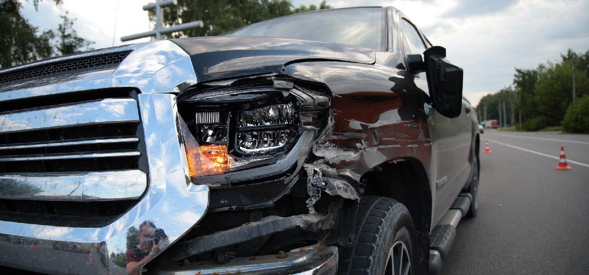 Фура и Toyota Tundra столкнулись в Барановичах