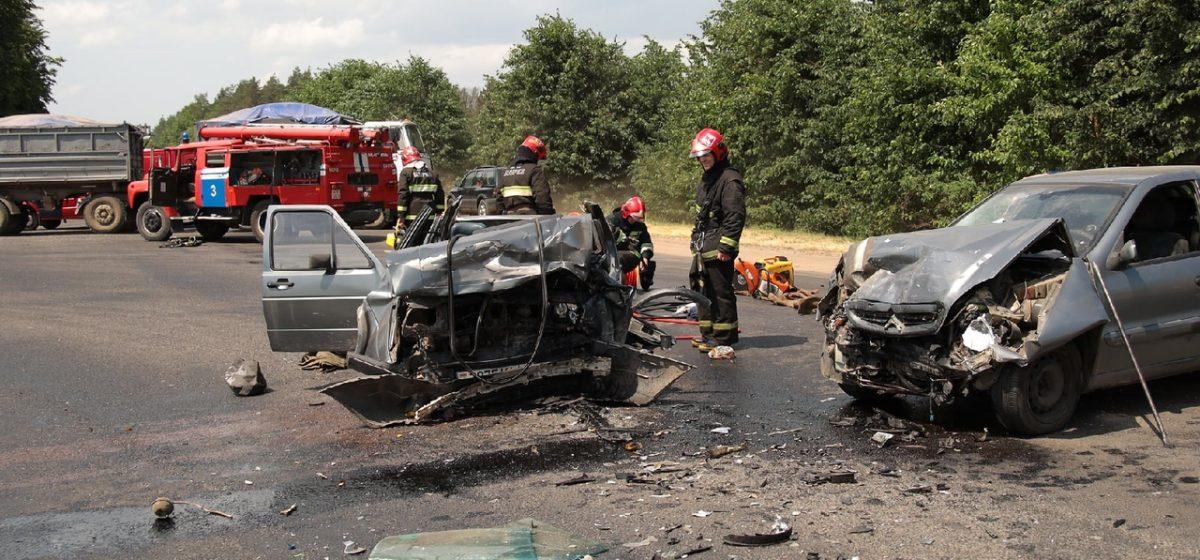 Милиция разыскивает очевидцев жесткого ДТП под Барановичами: водителя извлекали из авто с помощью специнструмента