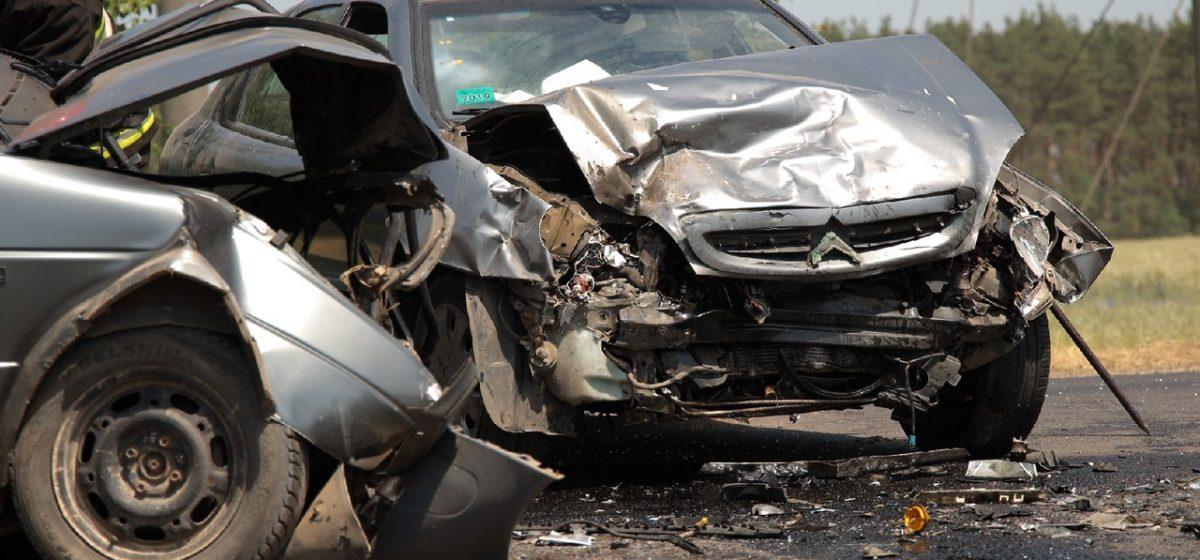 Новости. Главное за 24 июня: Спасатели извлекали водителя из авто с помощью специнструмента после ДТП под Барановичами, и какую зарплату пообещал Лукашенко к концу пятилетки
