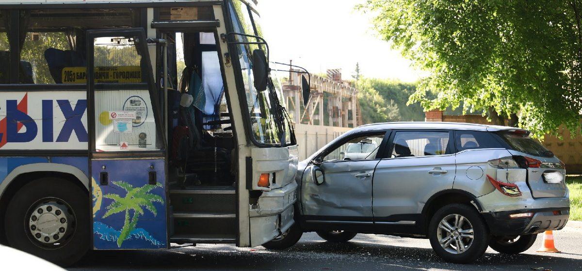 Geely и автобус столкнулись в Барановичах
