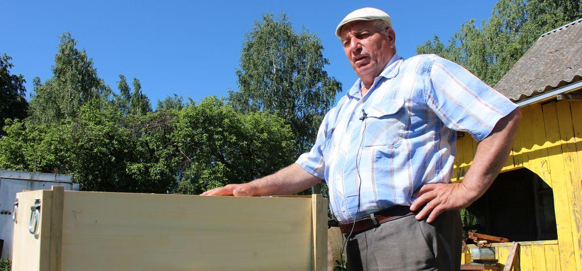 «Принципиально избегаю таблеток и лекарств». Как житель Барановичского района создал свою пасеку и чем ему помогают пчелы