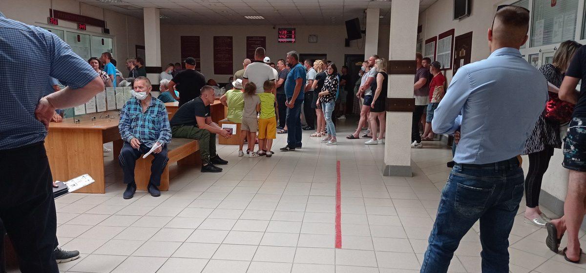 Что происходило в МРЭО ГАИ в Барановичах в последний день, когда можно было снять транспорт с учета и не платить налог