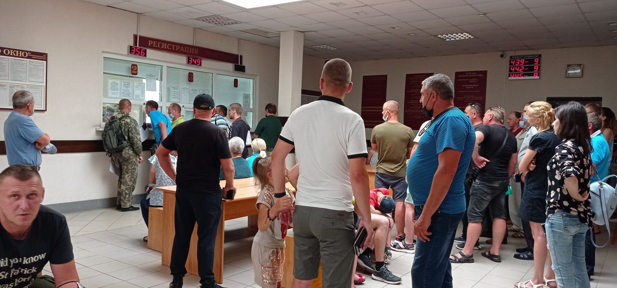 «Не смог продать машину». В Беларуси перестали работать базы данных МВД