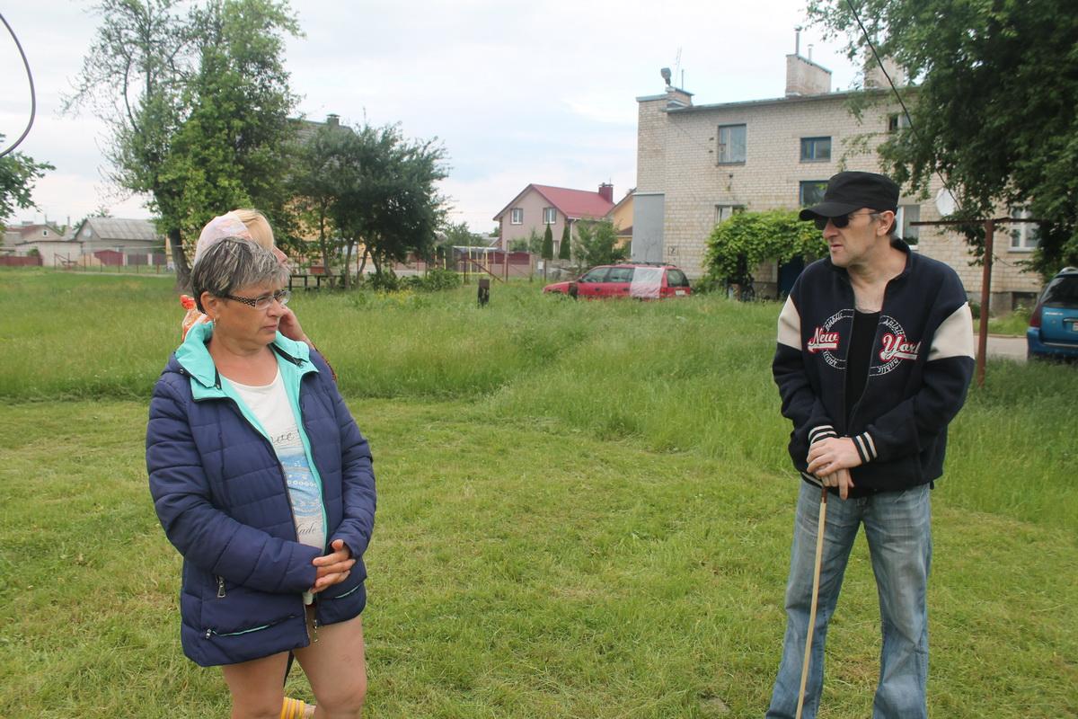 Казимир Кузьмич – единственный местный житель, который был травмирован 19 мая после крушения самолета Як-130. Фото: Татьяна МАЛЕЖ