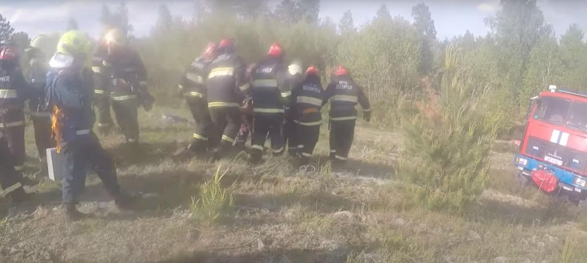 Мужчина упал в подземный резервуар в Кобринском районе. Понадобилась помощь спасателей