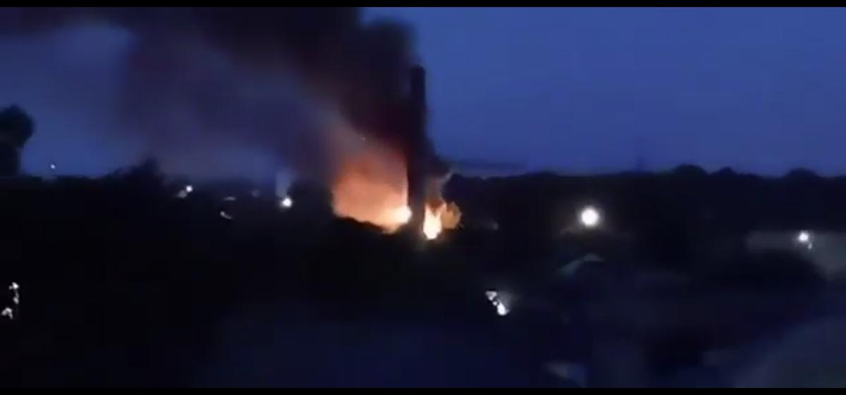 Как полыхал дом в центре Барановичей. Видео