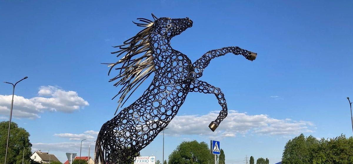 Необычные скульптуры появились в Барановичах. Фотофакт
