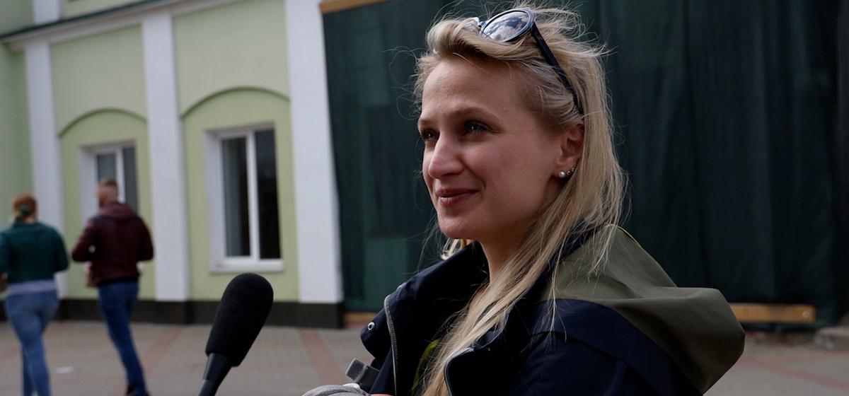 От чего нужно защищать наших детей, рассказали жители Барановичей. Видеоопрос