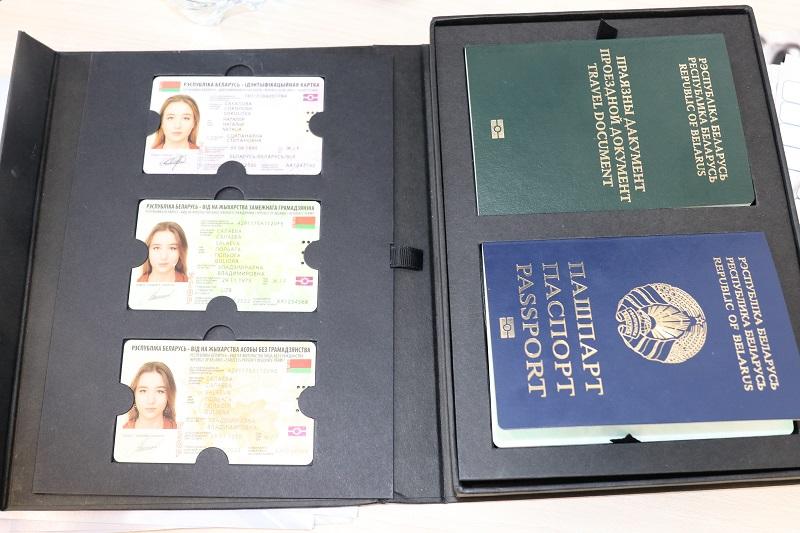 Как будут выглядеть биометрические паспорта и ID-карты, которые начнут выдавать белорусам в 2021 году