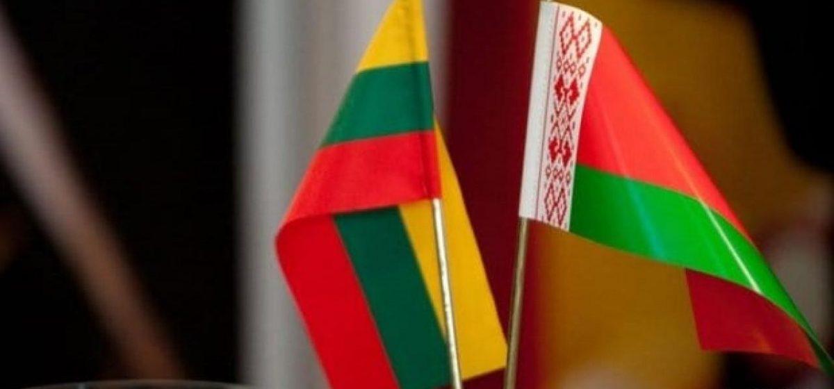 Литва обвинила власти Беларуси во вмешательстве в диппочту: пограничники потребовали сорвать пломбы на авто