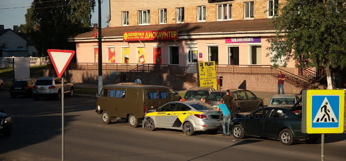Hyundai,  Škoda и УАЗик столкнулись в Барановичах