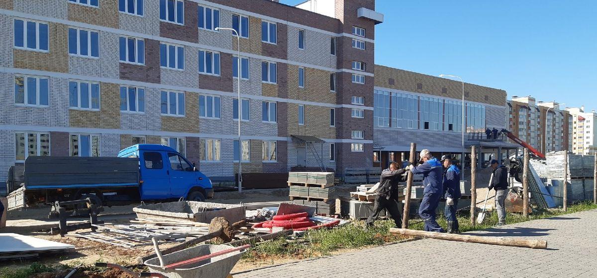 Строительство новой школы заканчивается в Барановичах. Как выглядят кабинеты и территория учебного заведения?