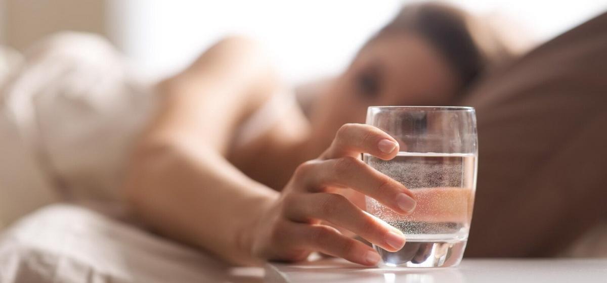 Эксперты рассказали, что привычка выпивать воду утром натощак может вызвать рак желудка