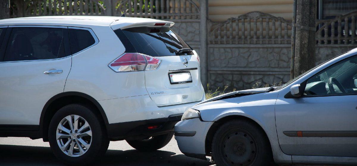 Столкнулись Nissan и Renault в Барановичах