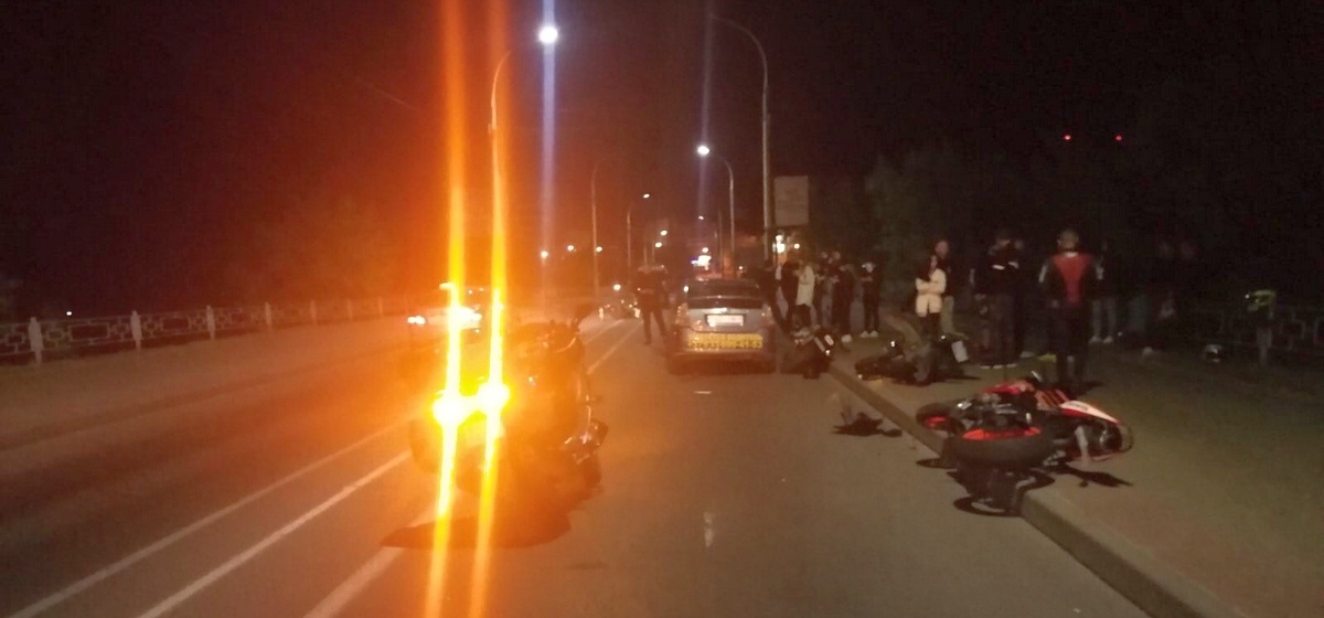 Странное ДТП. Такси влетело в мотоциклы байкеров, оформлявших «европротокол», а пострадал вообще пешеход