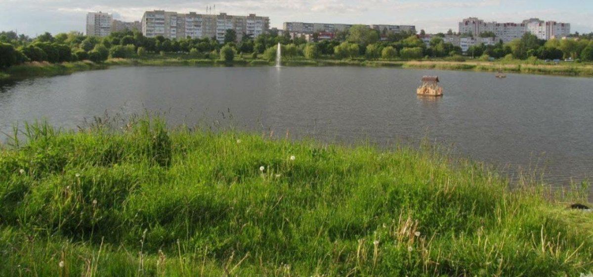 Стали известны подробности гибели мужчины на озере в Барановичах