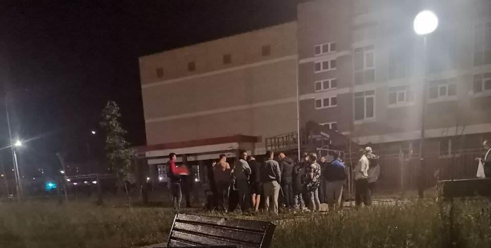 Очередь в новую школу в Барановичах