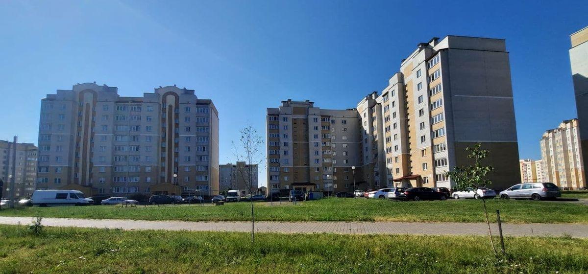 «Сколько уже можно терпеть?». Почему жители многоэтажки в Барановичах неделями живут без горячей воды
