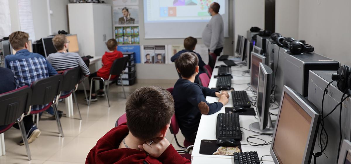 Мастер-классы для школьников проводит компьютерная академия ШАГ в Барановичах