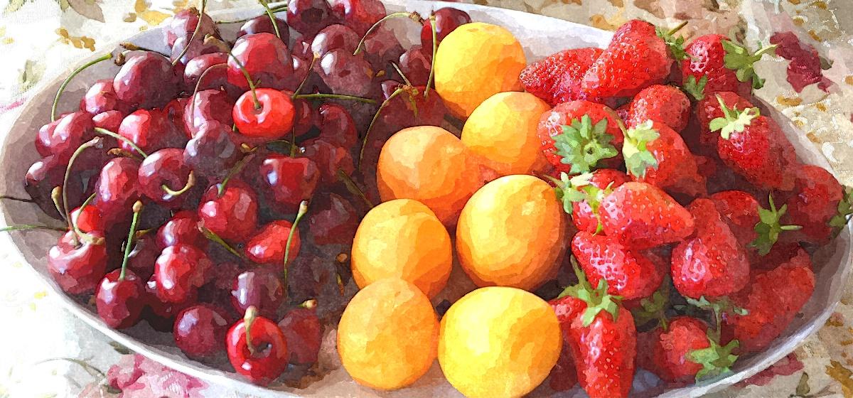 Какие полезные продукты нужно есть в июне для укрепления здоровья, рассказали специалисты