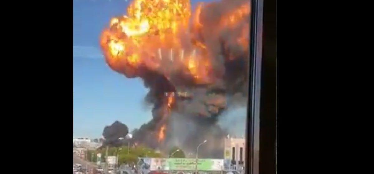 Автозаправка взорвалась в Новосибирске — ранены более 20 человек. Видео