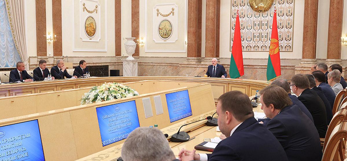 «Снимите им двухкомнатную квартиру и пусть работают». Лукашенко поручил сократить дипкорпус в Европе