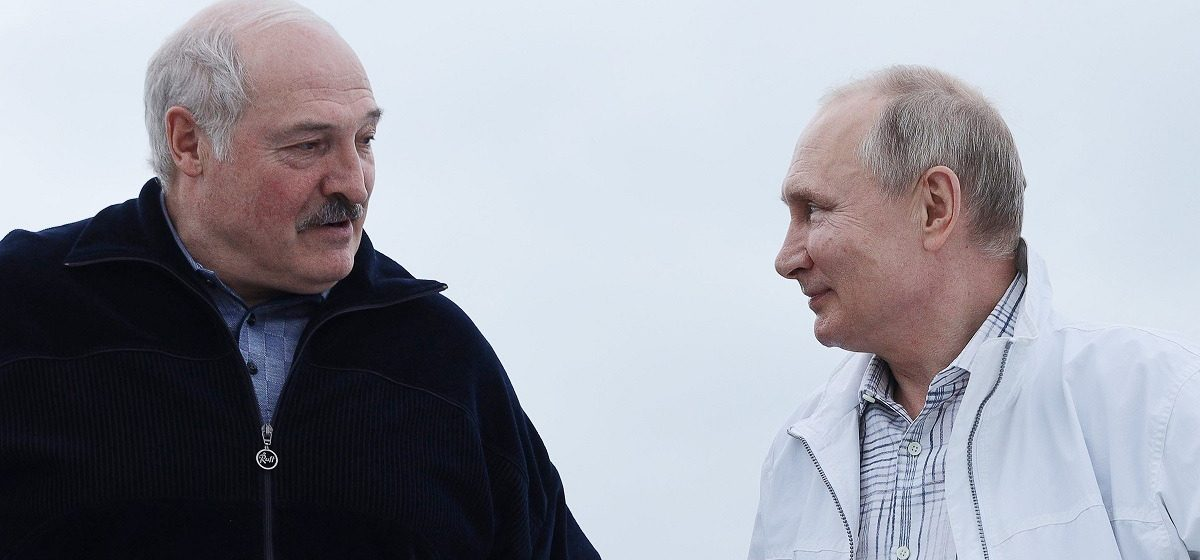 Политолог: Дилемма Лукашенко – лететь в Крым или построить его у себя дома?