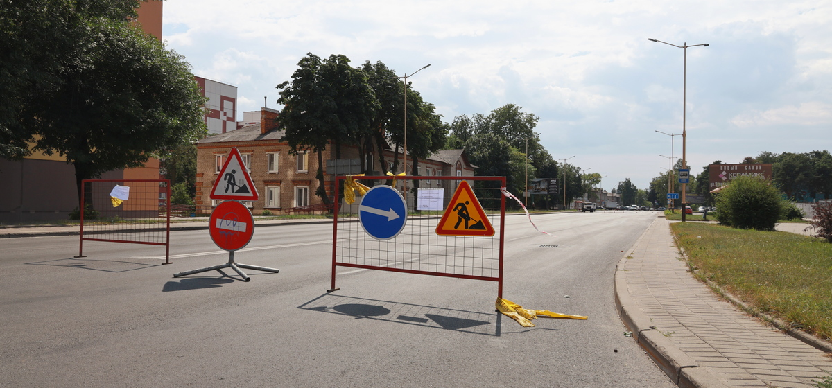 Что происходит на улице, которую перекрыли на несколько дней в Барановичах. Фотофакт