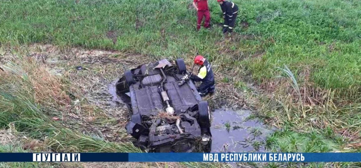 Hyundai Sonata вылетел в кювет и перевернулся в Столинском районе — погибли водитель и пассажир