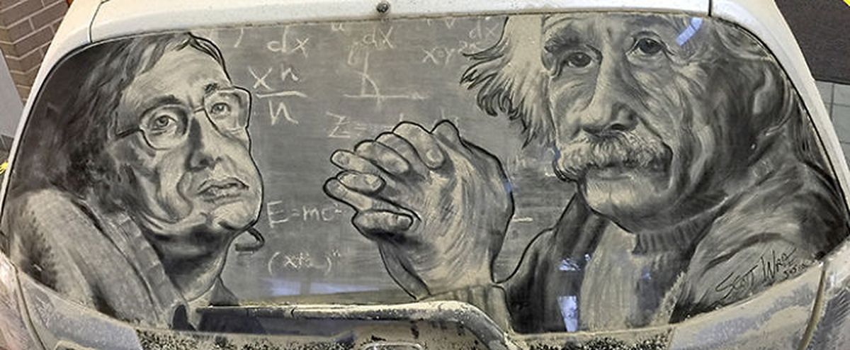 Художник создает шедевральные рисунки на грязных машинах