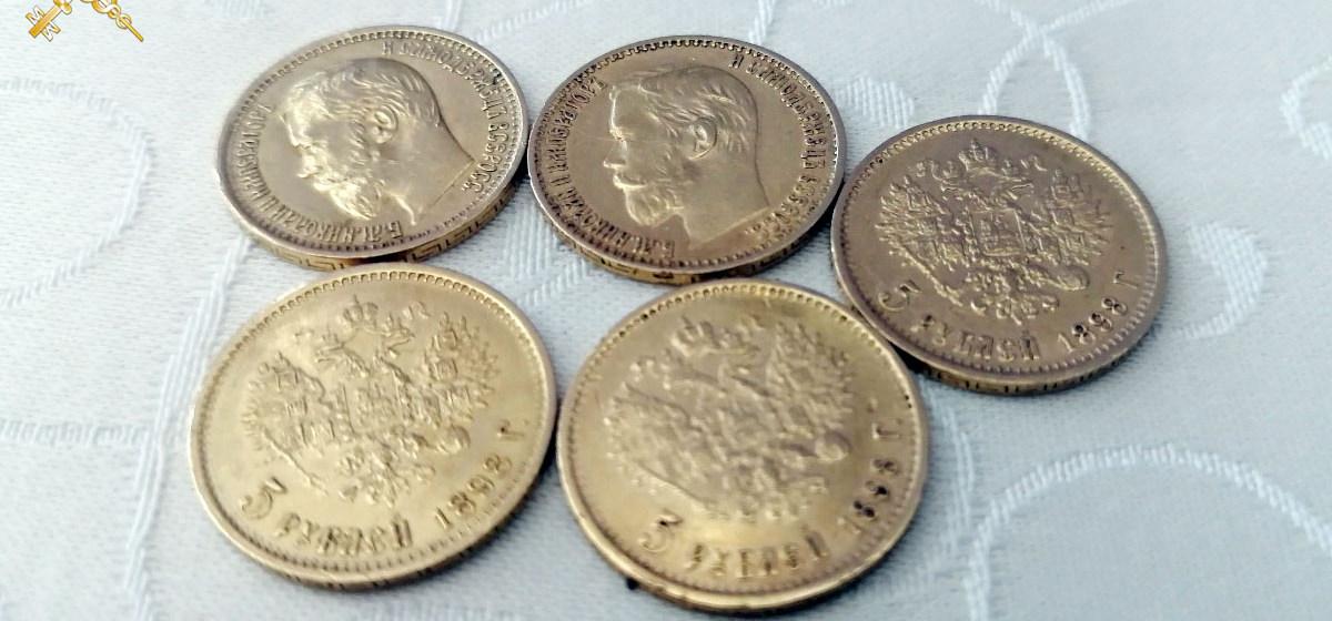 Мужчина пытался провезти в Беларусь золотые монеты и украшения на 20000 рублей. Его задержали на таможне